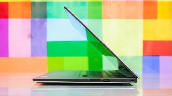 """看看边框,在几乎所有的高科技设备中,屏幕旁边都配有简陋的塑料或者金属边框。过去电视的边框很厚,现在的电视已经不是这样了,至少中端价位和稍好一些的电视已经不是这样了;新电视显示屏已经延伸到边缘,给人无缝、灵动的感觉。手机也在向无边框设计靠近,特别是一些前瞻性设备更是如此,比如三星Galaxy Edge产品线。  在削减显示屏边框方面笔记本显得有些落后,与其它电子设备相比,PC看起来仍然很笨重。苹果MacBook Pro正在朝正确的方向前进,仍然流行的MacBook Air成了屏幕厚边框的""""代表&"""
